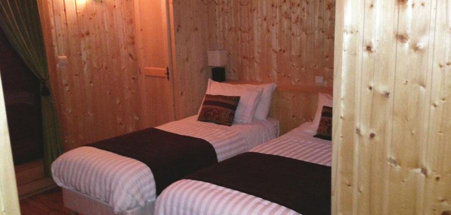 France_Morzine_Chalet-Nomis_Twin-bedroom.jpg